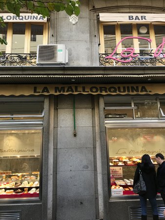 La Mallorquina: Front display windows.