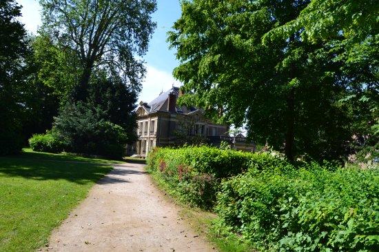 Dourdan, فرنسا: Vue sur la médiathèque