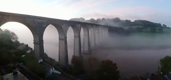 ‪‪Calstock‬, UK: The beautiful Tamar viaduct the focal point of Calstock village‬