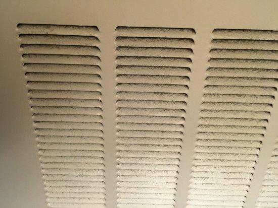Homewood Suites by Hilton Atlanta Midtown: Air return in need of cleaning - very dusty.