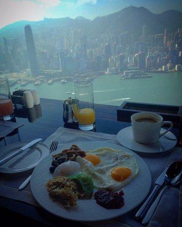 The Ritz-Carlton, Hong Kong: Frühstückstisch