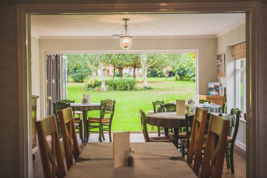 Brandesburton, UK: Spacious dining area perfect for breakfast or a party looking out over the beautiful grounds!!