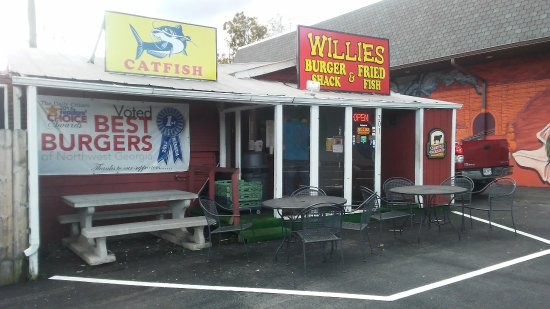 Willie's Fish Fry : Walk up drive thu