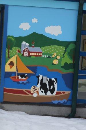 Waterbury, Vermont: Cow art.