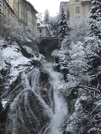Haus Hirt: Waterfall