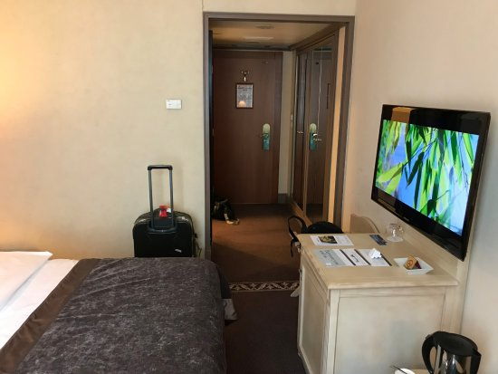Hotel Royal : The entryway.