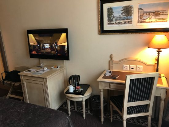 Hotel Royal : The desk was convenient to have.