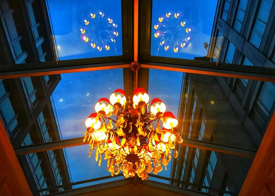 Hotel Royal : The stairway to the upstairs meeting rooms has a huge skylight and this chandelier.