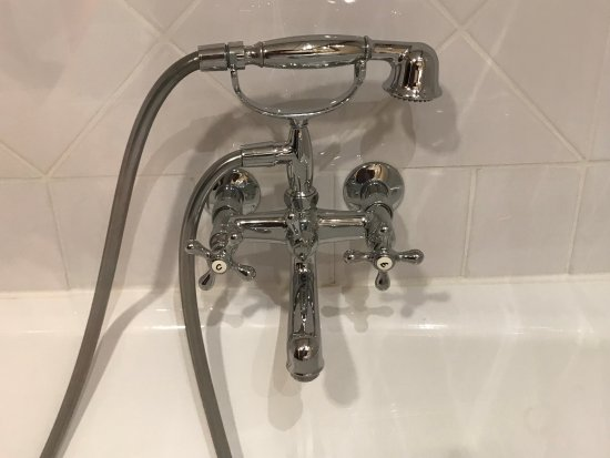 Hotel Royal : This is the faucet on the side of the bathtub/shower. It looked new and I liked the feel of it.