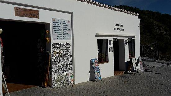 El Ingenio: Bar og suvenirbutik. Side om side.