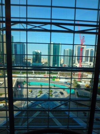 Jumeirah Emirates Towers: vue ascenseur