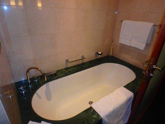 Jumeirah Emirates Towers: salle de bain