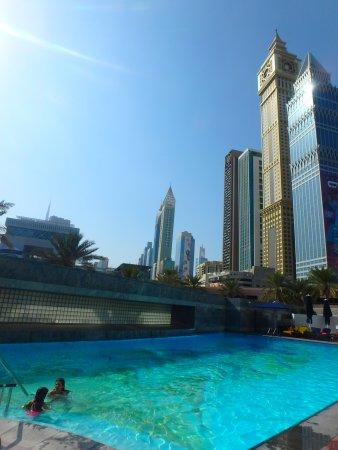 Jumeirah Emirates Towers: piscine