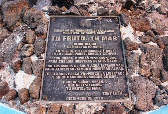 写真Monumento al Pescador Galapagueño枚