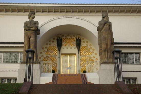 Superbe décoration Art Nouveau sur le musée - Picture of ...