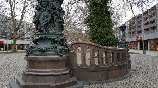Kaiser-Wilhelm-Fahnenmasten