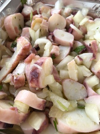 Robertos Chicken Piri-Piri: Octopus salad