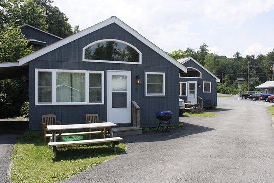 Blue Lagoon Resort: Lake View Cottage