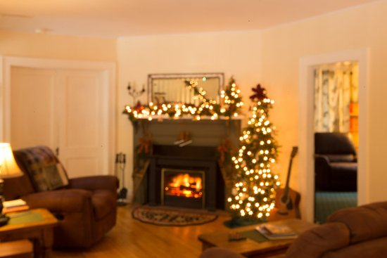 Keene Valley, NY: The living room is available to guests for a cozy spot to read or visit