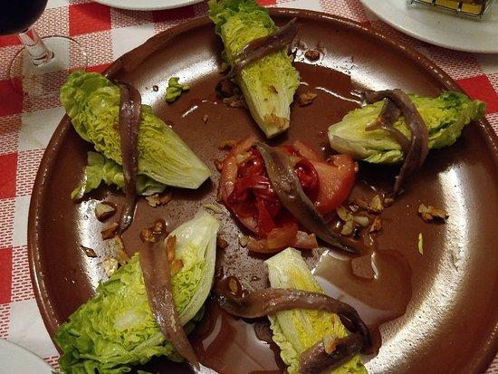 Benaoján, España: Cogollos con anchoas, muy buenos. Anchoas muy sabrosas y cogollos muy frescos.