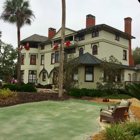 DeLand, FL: Stetson Mansion, Christmas Decor, from the putting green