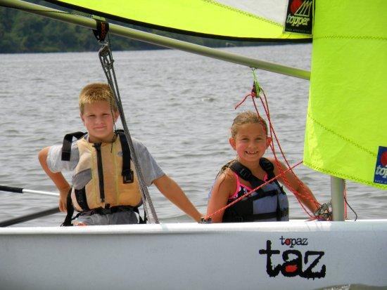 Rock Hall Yacht Club Sailing School: Sailing a RHYCSS Topaz Taz