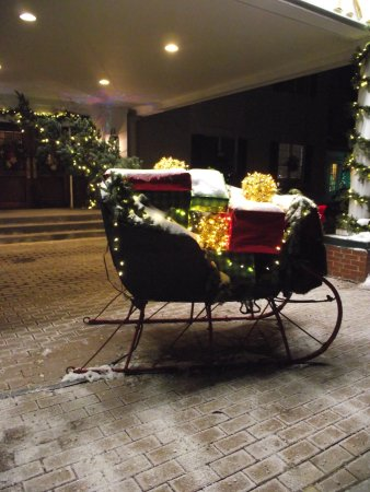 HARRASEEKET INN - SLEIGH IN HOLIDAY LIGHTS DISPLAY OUT FRONT