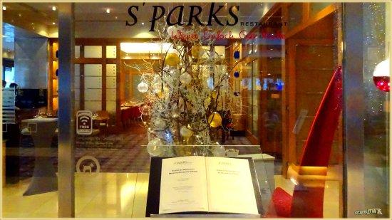 Hilton Vienna: Eingang zum Restaurant S`Parks