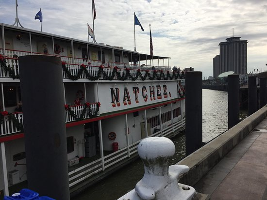 Steamboat Natchez: Dock Arrival