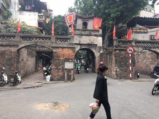 O Quan Chuong Gate