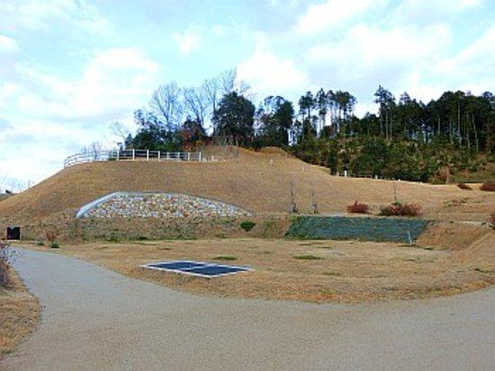 Asuka-mura, اليابان: 古墳周辺の様子