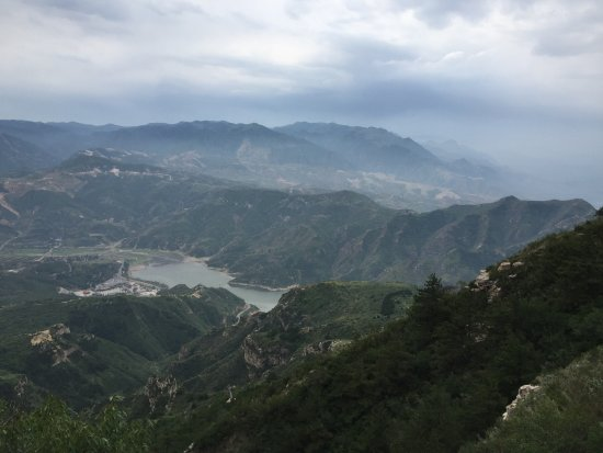 Hengshan Hanging Temple (Xuankong si) : Gorgeous view from the mountain right close to Hanging Temple
