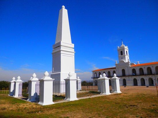 Cabildo y Pirámide de Mayo