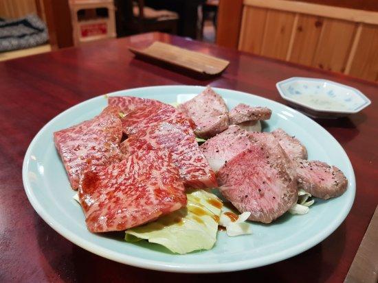 Daishin: 這是200g 牛肉, 右邊牛舌, 左邊忘記。