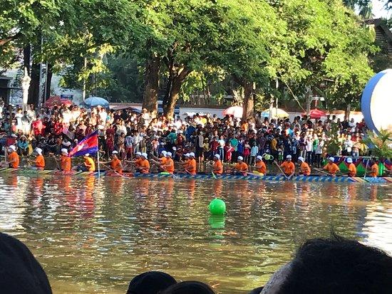 Angkor Pearl Hotel: River boat race