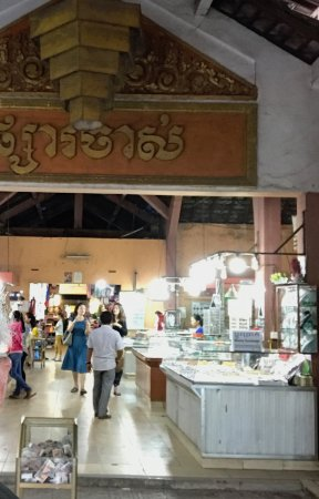 Angkor Pearl Hotel: Local market, walking distance from Hotel