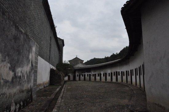 Shixing County, الصين: 主建筑后院