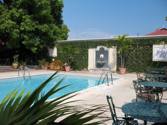 The Courtleigh Hotel and Suites: Pool