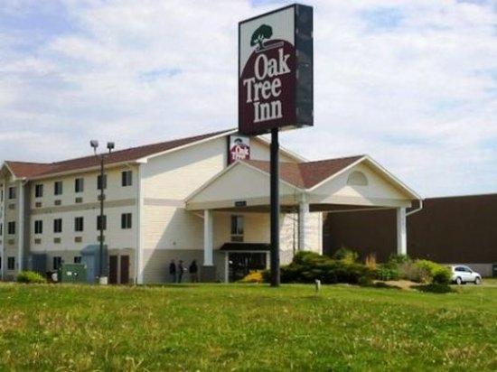 Baymont Inn & Suites Clinton / Valley West Court: Exterior