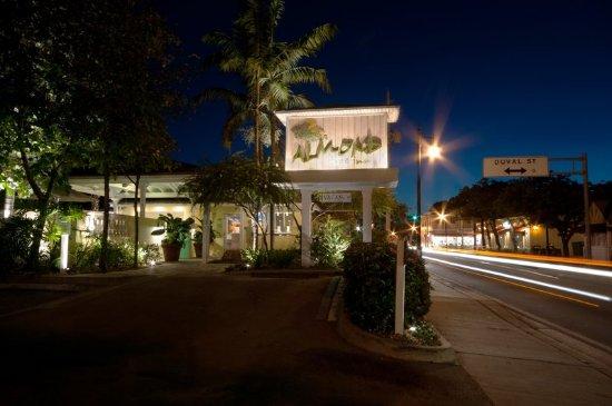 Almond Tree Inn: Exterior