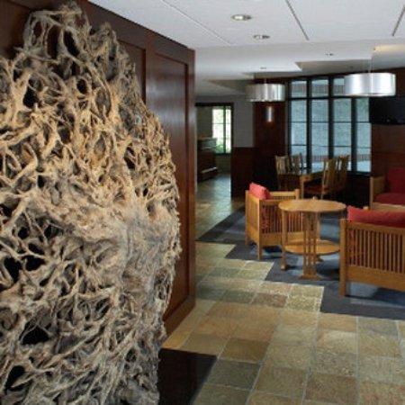 Inn on Woodlake: Lobby