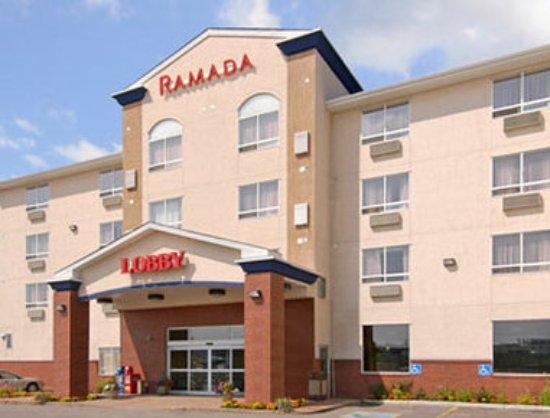 Ramada Airdrie Hotel and Suites: Exterior