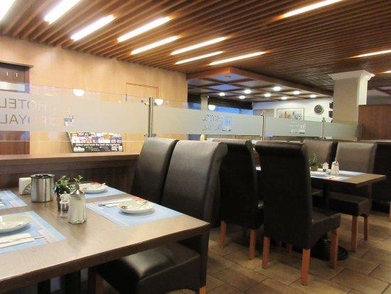 Hotel Royal : Breakfast room and lobby