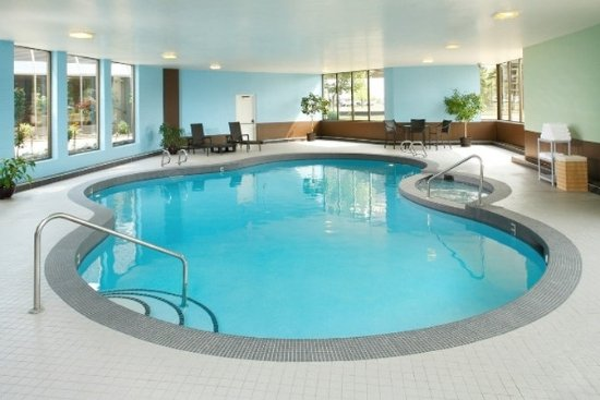 Coast Plaza Hotel & Conference Centre: Pool