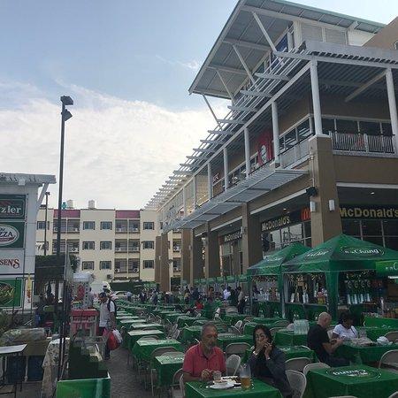 Market Village HuaHin: 好逛百貨公司