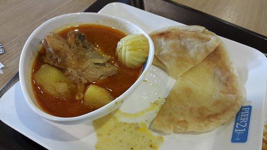 Pier 21 Food Terminal: chicken curry
