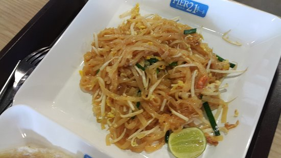 Pier 21 Food Terminal: Pad Thai