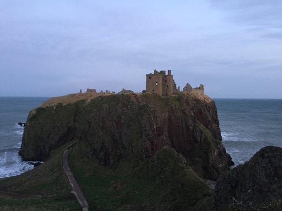 Dunnottar Castle: views