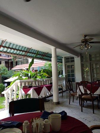 Protea Hotel by Marriott Dar es Salaam Courtyard: 20171218_075611_large.jpg