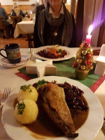Stechlin, เยอรมนี: ...lecker Gänsebraten und Kaninchenkeule...